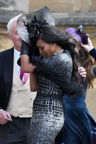 Naomi Campbell malmenée par le vent au mariage de la princesse Eugenie et Jack Brooksbank