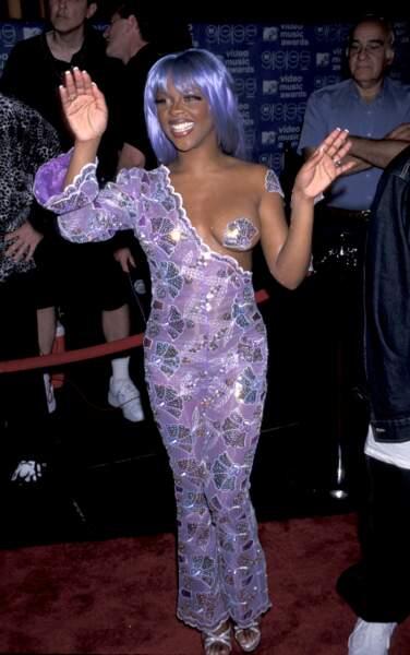 MTV Video Music Awards : Lil'Kim et son mythique outfit violet avec sein à l'air en 1999