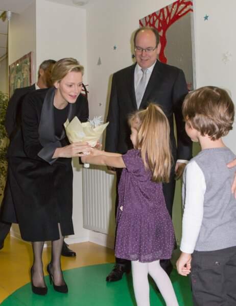 Albert II de Monaco et Charlène, accueillis par les enfants