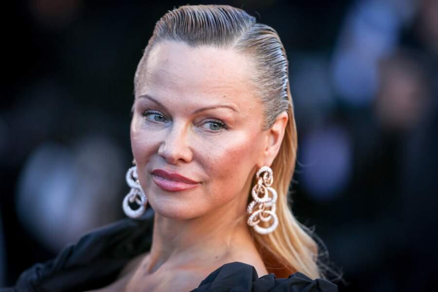 Festival de Cannes 2017 : un petit conseil beauté ? Pas de sourcils, Pamela Anderson s'en occupe