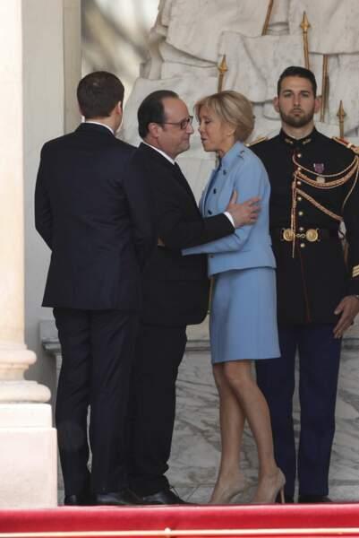 La première dame embrasse l'ancien président de la République