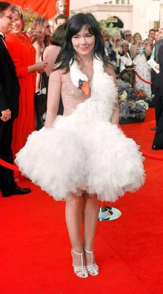 """""""Il suffira d'un cygne"""" pour Björk à la 73e cérémonie des Oscars en 2001"""