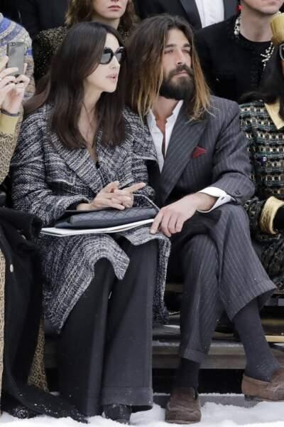 Monica Bellucci en couple avec Nicolas Lefebvre au défilé Chanel pour un dernier hommage à Karl Lagerfeld