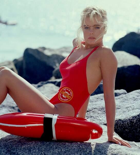 Erika Eleniak à l'époque où elle jouait le rôle de Shauni McClain dans Alerte à Malibu