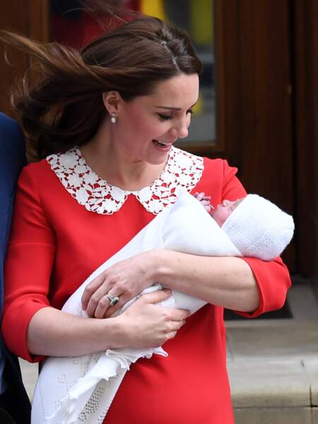 Kate Middleton en admiration devant son petit bout.