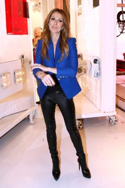Céline Dion a 50 ans : ces 15 fois où elle était à la pointe de la mode (le blazer bleu roi)