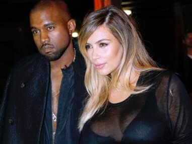 Kim Kardashian très décolletée au défilé Givenchy