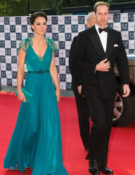 Même en robe du soir, Kate se donne un sacré coup de jeune