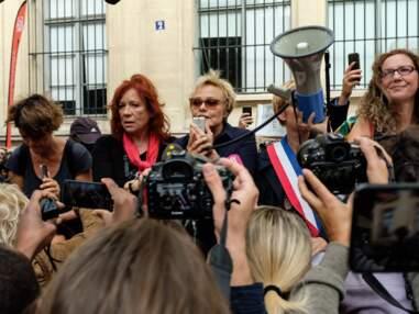 Muriel Robin soutenue par sa compagne Anne Le Nen pour sa première manifestation contre les violences conjugales