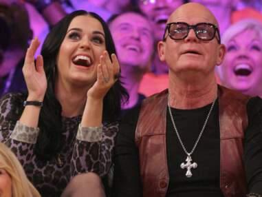 Katy Perry et Russell Brand se croisent à un match de basket