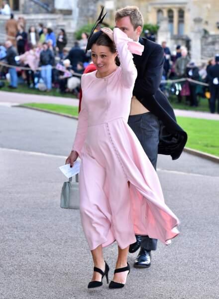 Une invitée malmenée par le vent au mariage de la princesse Eugenie et Jack Brooksbank