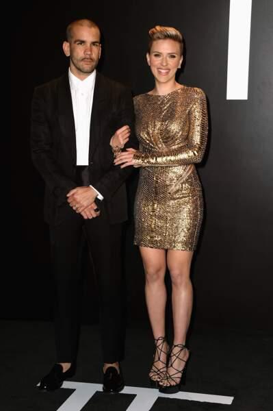 Février 2015 : Scarlett Johansson et Romain Dauriac à un défilé de mode, l'actrice affiche sa nouvelle coupe