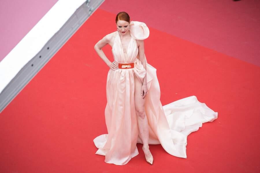 Festival de Cannes : Barbara Meier frôle l'accident de robe