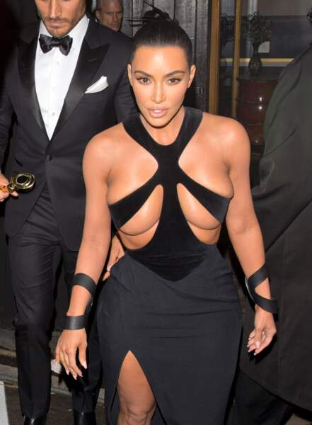 Kim Kardashian : sa robe très sexy aux Hollywood Beauty Awards