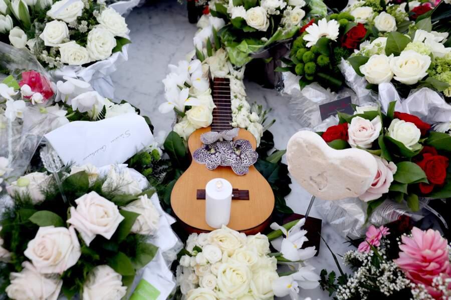 Obsèques de Johnny Hallyday : la tombe du rocker très fleurie