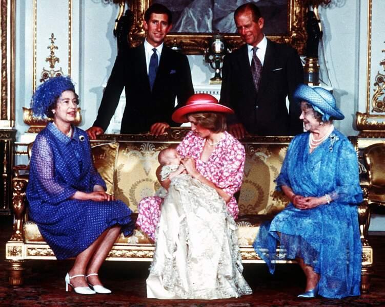 1982 Le prince Charles et Lady Di avec le prince William, Elizabeth II et le duc d'Édimbourg et la reine mère