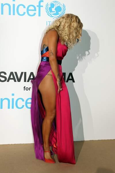 Accident de robe : Rita Ora eau gala de l'Unicef en Sadaigne