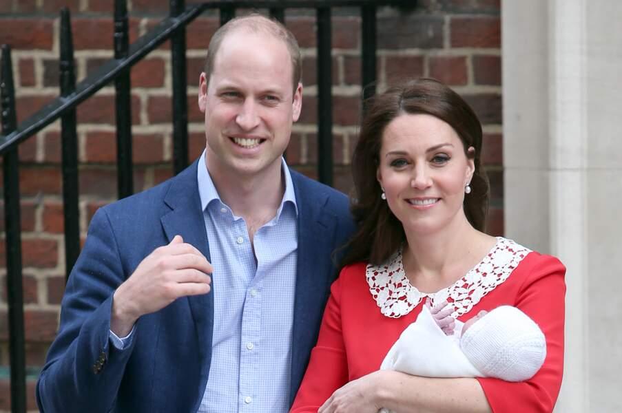 Le couple royal a présenté leur bébé aux photographes