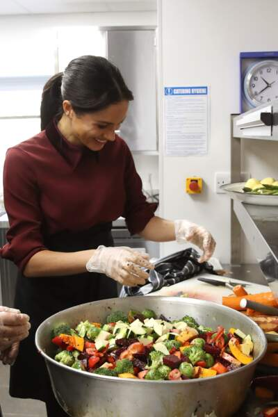 Meghan Markle a mis la main à la pâte à la Hubb Community Kitchen