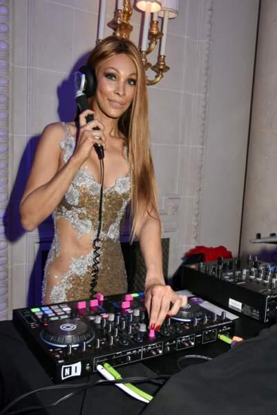 40ème Best Awards : DJ Grace dans une robe très transparente... qui interdit le port de sous-vêtements !