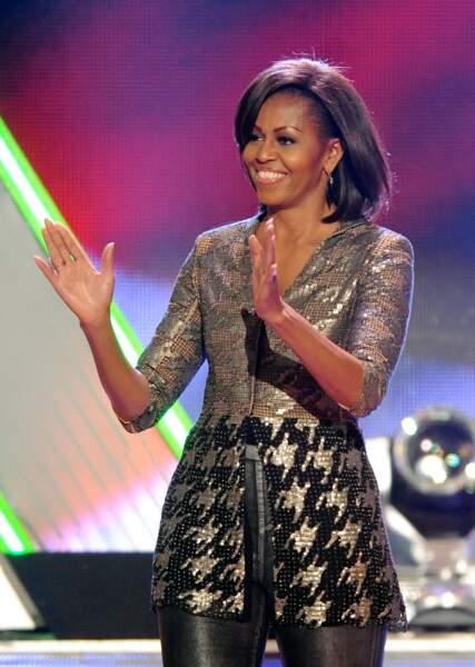 Une veste péplum brillante à imprimé pied-de-poule ? Sur Michelle Obama, ça passe !