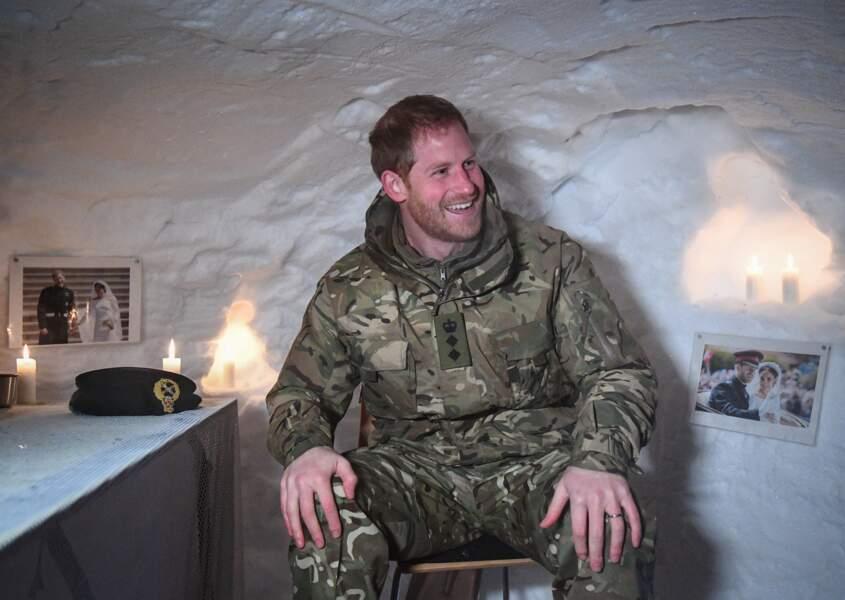 Le prince Harry ravi de découvrir les photos de son mariage dans un igloo aménagé pour lui