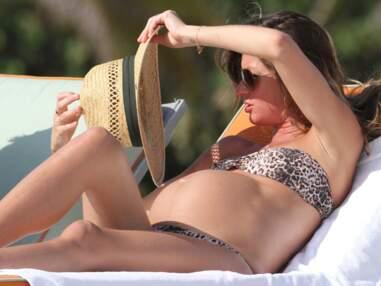 Gisele Bündchen enceinte à la plage en bikini