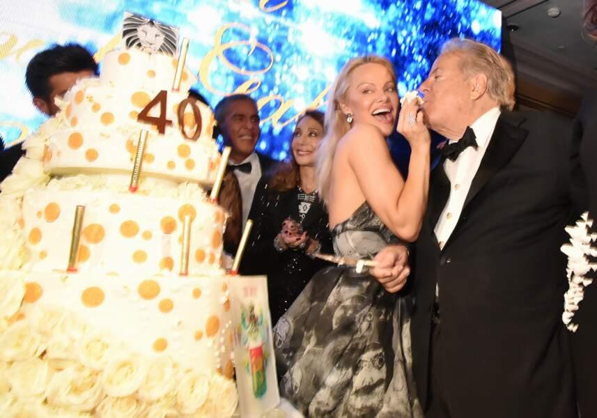 40ème Best Awards : Pamela Anderson donne à manger à Massimo Gargia