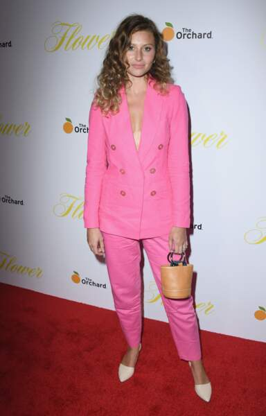 Les do de la semaine : le costume pantalon rose - Alyson Michalka