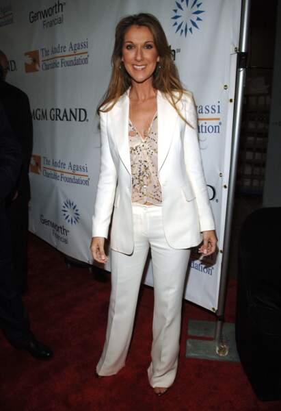 Céline Dion a 50 ans : ces 15 fois où elle était à la pointe de la mode (le costume blanc)