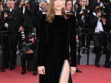 PHOTOS Cannes 2017 : Laetitia Casta manque de montrer sa culotte à cause de sa robe fendue