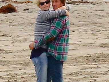 Sean Penn et Charlize Theron in love à la plage avec Jackson