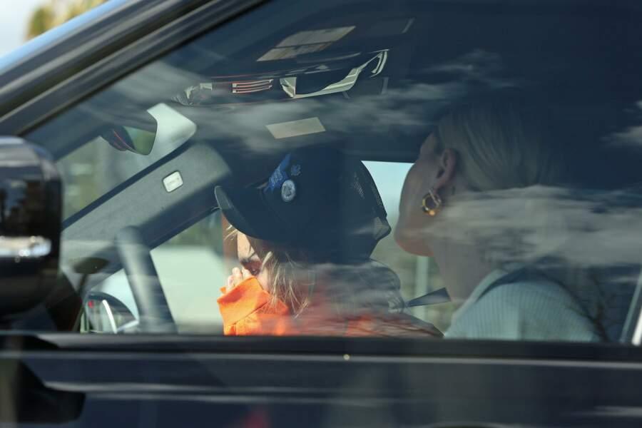 Justin Bieber s'effondre au côté d'Hailey Baldwin, à Los Angeles, le 11 octobre