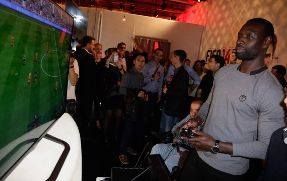 Mais Omar était là pour jouer à la console, serious business