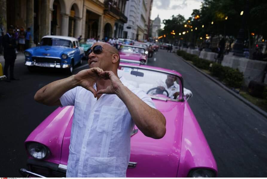 Défilé Chanel à Cuba : ...qu'il a même fait un coeur avec ses doigts !