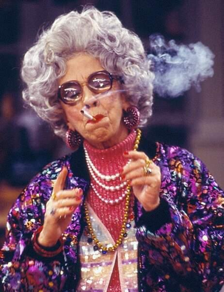 Grand-mère Yetta est...