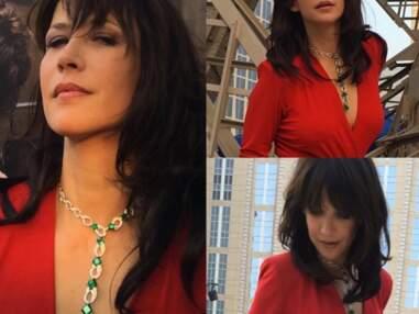 Sophie Marceau sublime en robe rouge fendue et décolletée à Macao