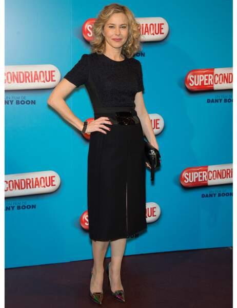 La comédienne Pascale Arbillot très élégante dans sa petite robe noire
