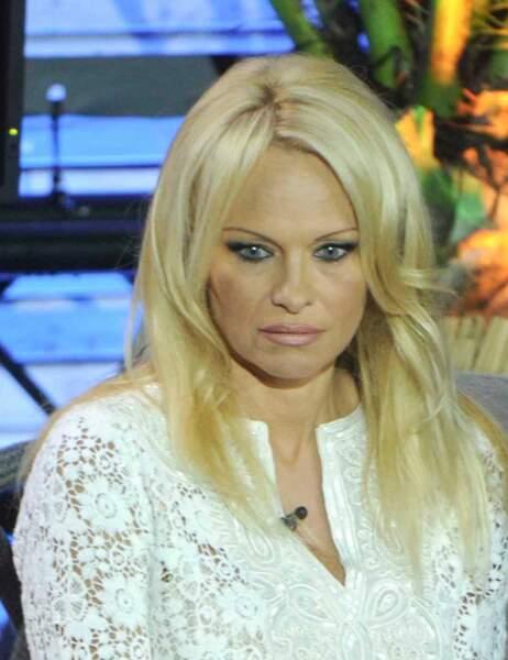 Pamela Anderson est eisoptrophobia. Une étrange phobie qui lui fait craindre...