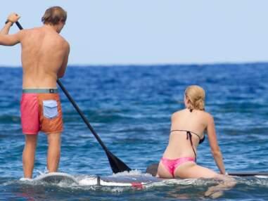 Ireland Baldwin s'essaie au paddle avec son compagnon Slater Trout à Hawaii