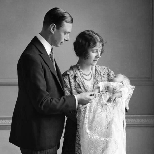 1926 La reine mère et son mari le roi George VI avec la petite princesse Elizabeth