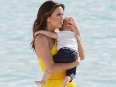 VOICI - Cannes 2019 : Eva Longoria, moments complices avec son fils Santiago sur la plage