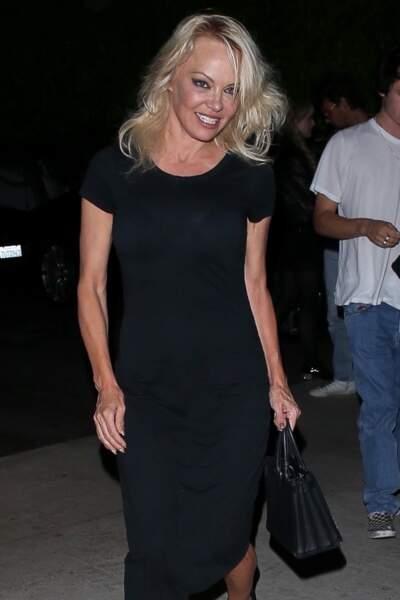 Pamela Anderson va dîner au restaurant