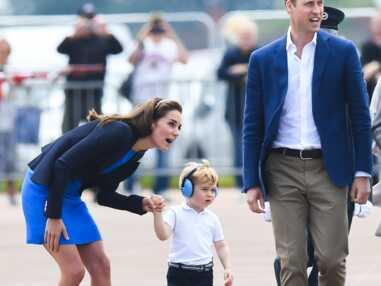 Kate et William emmènent le prince George à bord d'un hélicoptère