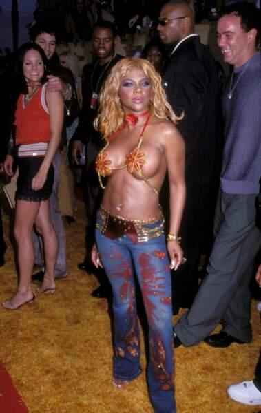 MTV Video Music Awards : Lil'Kim en 2001. Tétonnante !