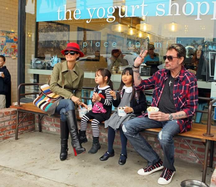 2012 - Les Hallyday s'accordent une pause glace en famille à Los Angeles