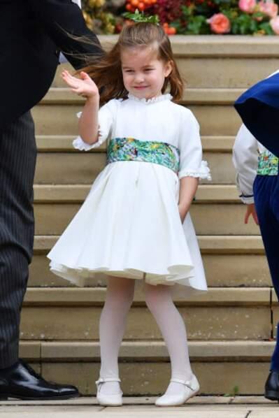 Même la princesse Charlotte a été victime du vent lors de cette prestigieuse cérémonie.