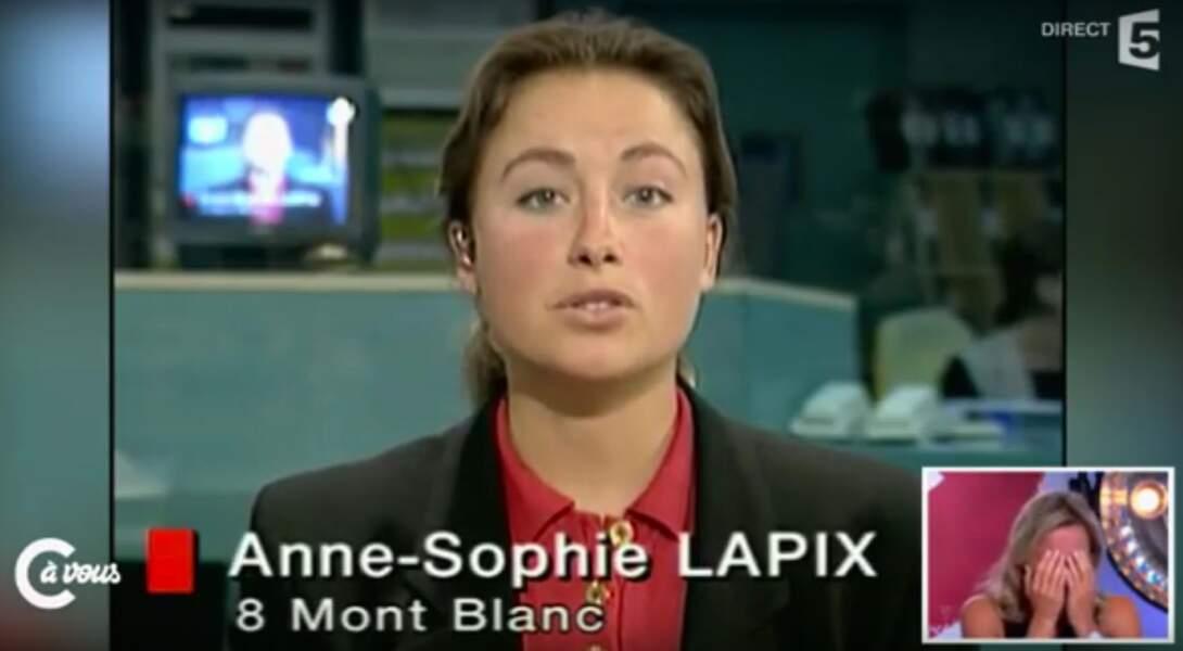 Retour sur l'évolution look d'Anne-Sophie Lapix : ici en 1996 lors de son premier JT sur une chaîne locale