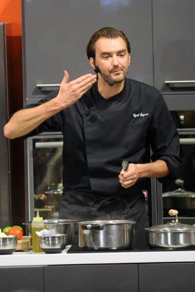 2011, veste de cuisinier et micro, Cyril Lignac fait monter la température en cuisine