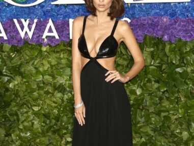 Emily Ratajkowski incendiaire aux Tony Awards : elle ose le maxi décolleté